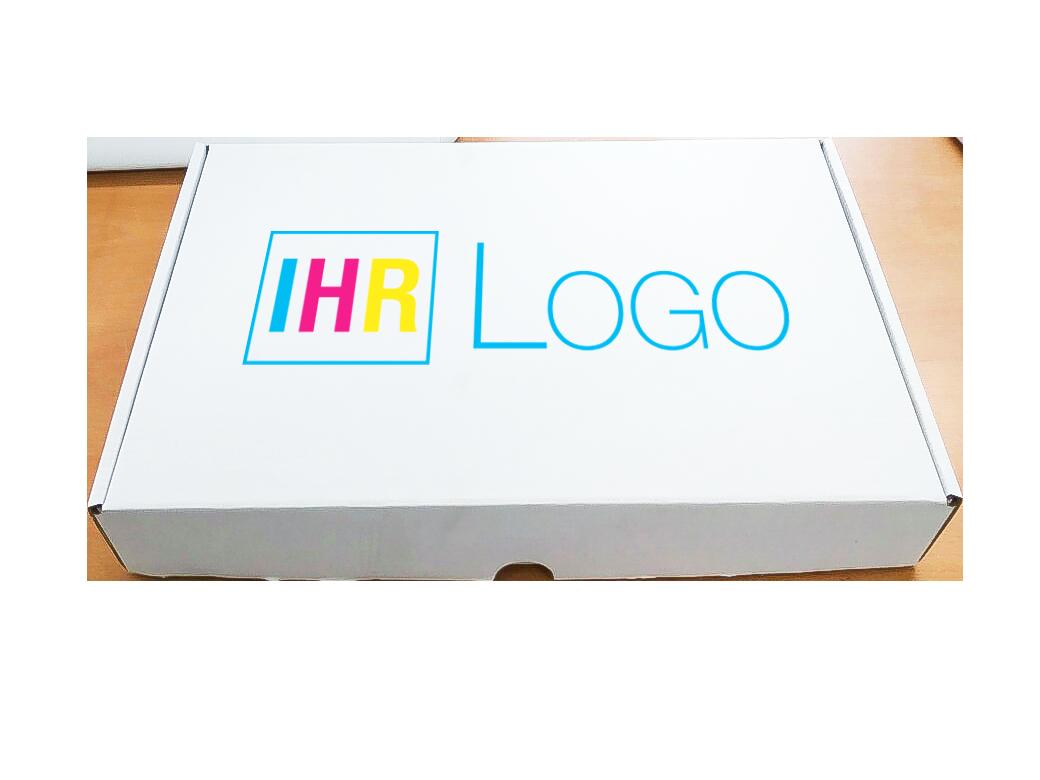 Foto eines Bedruckten Kartons, Logo ist mittig platziert